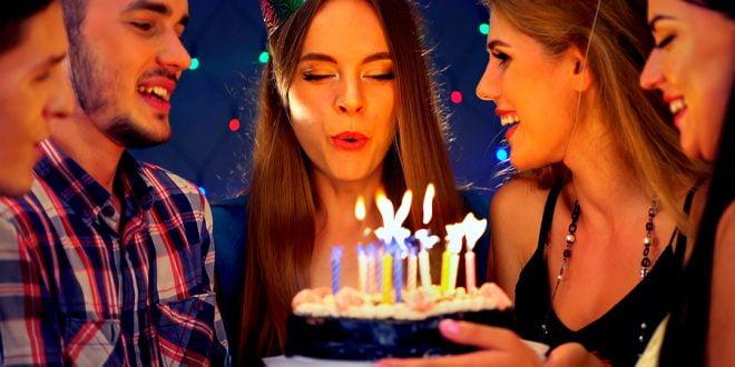 arkadaşa doğum günü sürprizleri